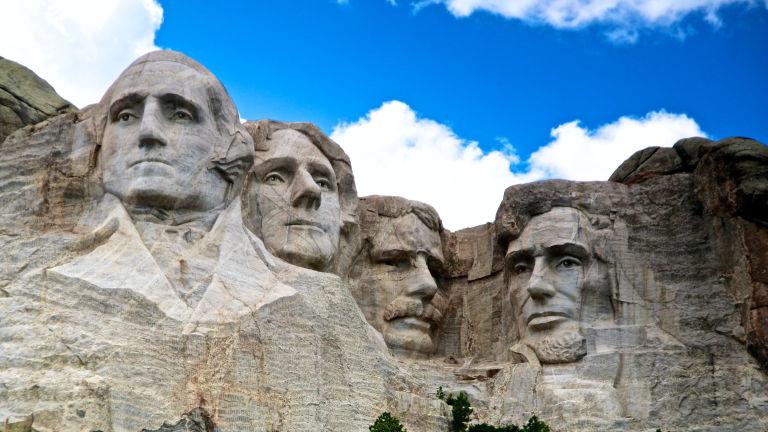 Volti di quattro presidenti degli Stati Uniti scolpiti sul monte Rushmore